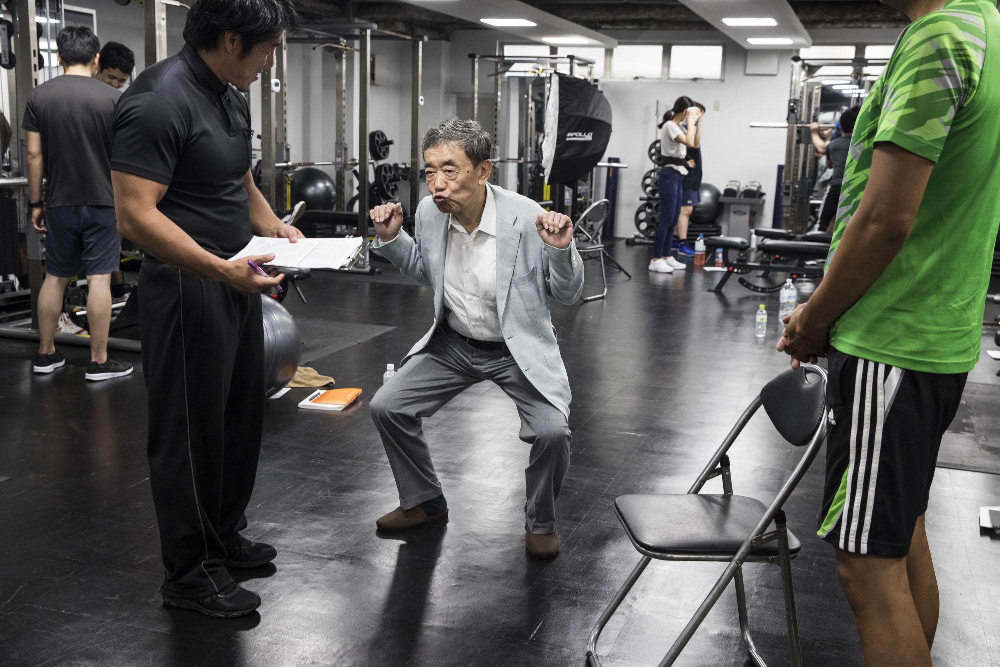 Former Calbee Inc. Chairman and current Rizap Chief Operating Officer Akira Matsumoto participates in a training session for Rizap employees on Aug. 2 in Tokyo. | BLOOMBERG