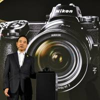 Nikon Corp. President Kazuo Ushida introduces the firm's first full-frame mirrorless camera series on Thursday in Tokyo. | YOSHIAKI MIURA