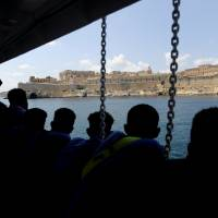 Rescue ship Aquarius arrives in Malta after Europe migrant-sharing deal