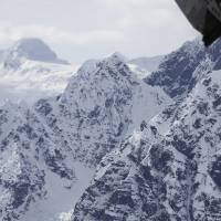 Ranger reaches crashed Alaska sightseeing plane on peak, finds four Polish passengers dead, pilot missing