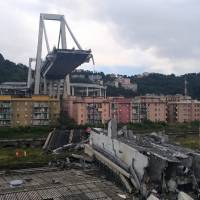 This handout picture taken and released by the Vigili del Fuoco, the Italian fire and rescue service, on Wednesday shows rescuers at work amid rubble and wreckage after the collapse of a section of the Morandi motorway bridge in Genoa. | VIGILI DEL FUOCO / HANDOUT / VIA AFP-JIJI