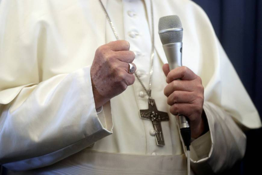 Defenders rally around pope, fear conservatives escalating war to oust him
