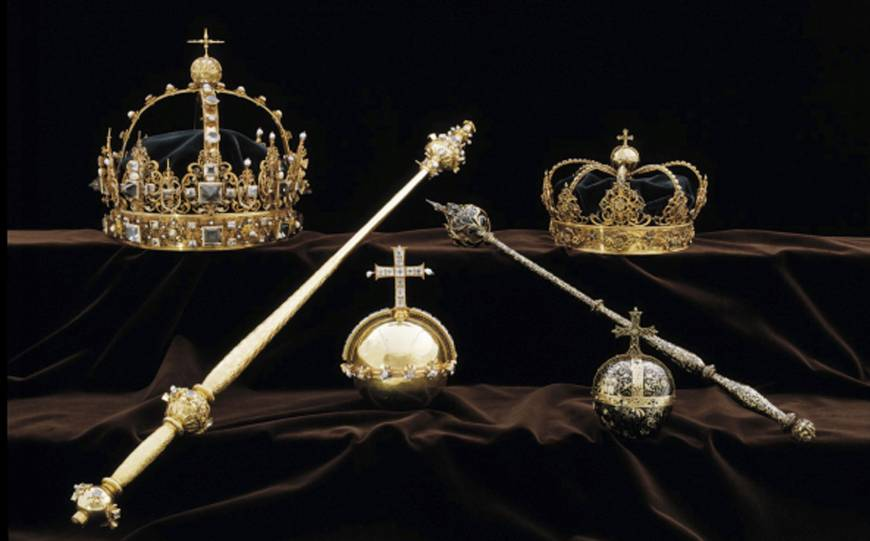 In brazen heist, pair steal Swedish royal jewels from cathedral, flee by speedboat