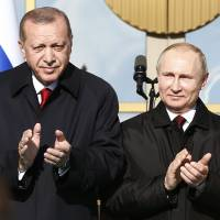 In familiar dance, Turkey warms to Russia as US ties worsen