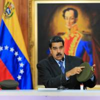 Venezuelan President Nicolas Maduro addresses the nation by television from the Miraflores presidential palace in Caracas Tuesday.   AFP-JIJI
