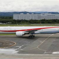 A new Boeing 777-300ER aircraft arrives at the Air Self-Defense Force's Chitose base in Hokkaido on Friday morning. | KYODO