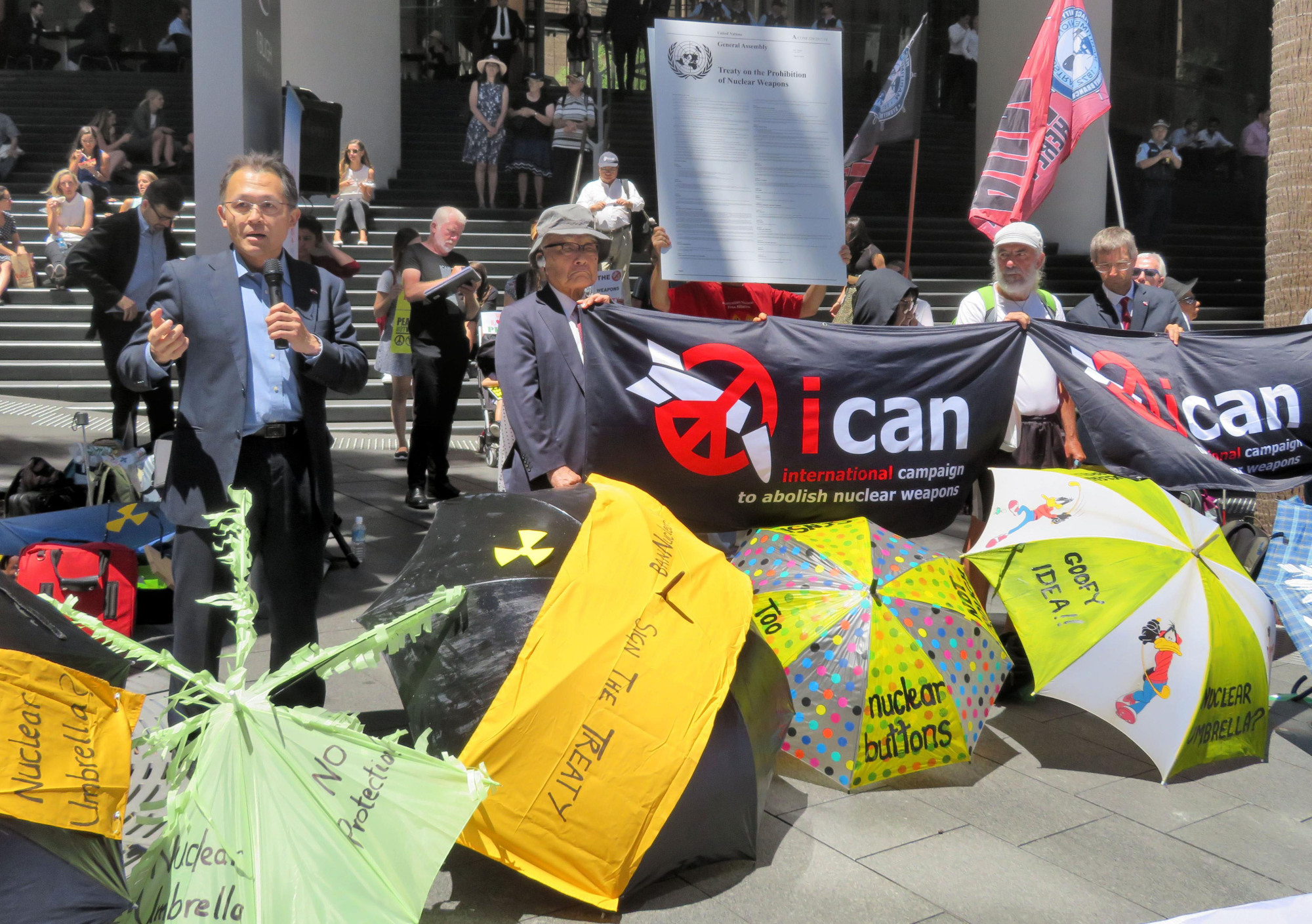 Akira Kawasaki (left), a core member of the International Campaign to Abolish Nuclear Weapons, speaks at a meeting in Sydney on Feb. 5.   KYODO