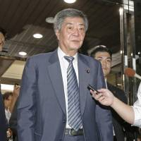 Liberal Democratic Party General Council Chairman Wataru Takeshita, who leads the ruling party's third-largest faction, leaves the site of a faction meeting on Wednesday evening in Tokyo. | KYODO