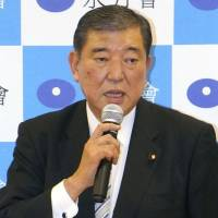 Shigeru Ishiba to announce candidacy for LDP presidential race as party factions line up behind Abe