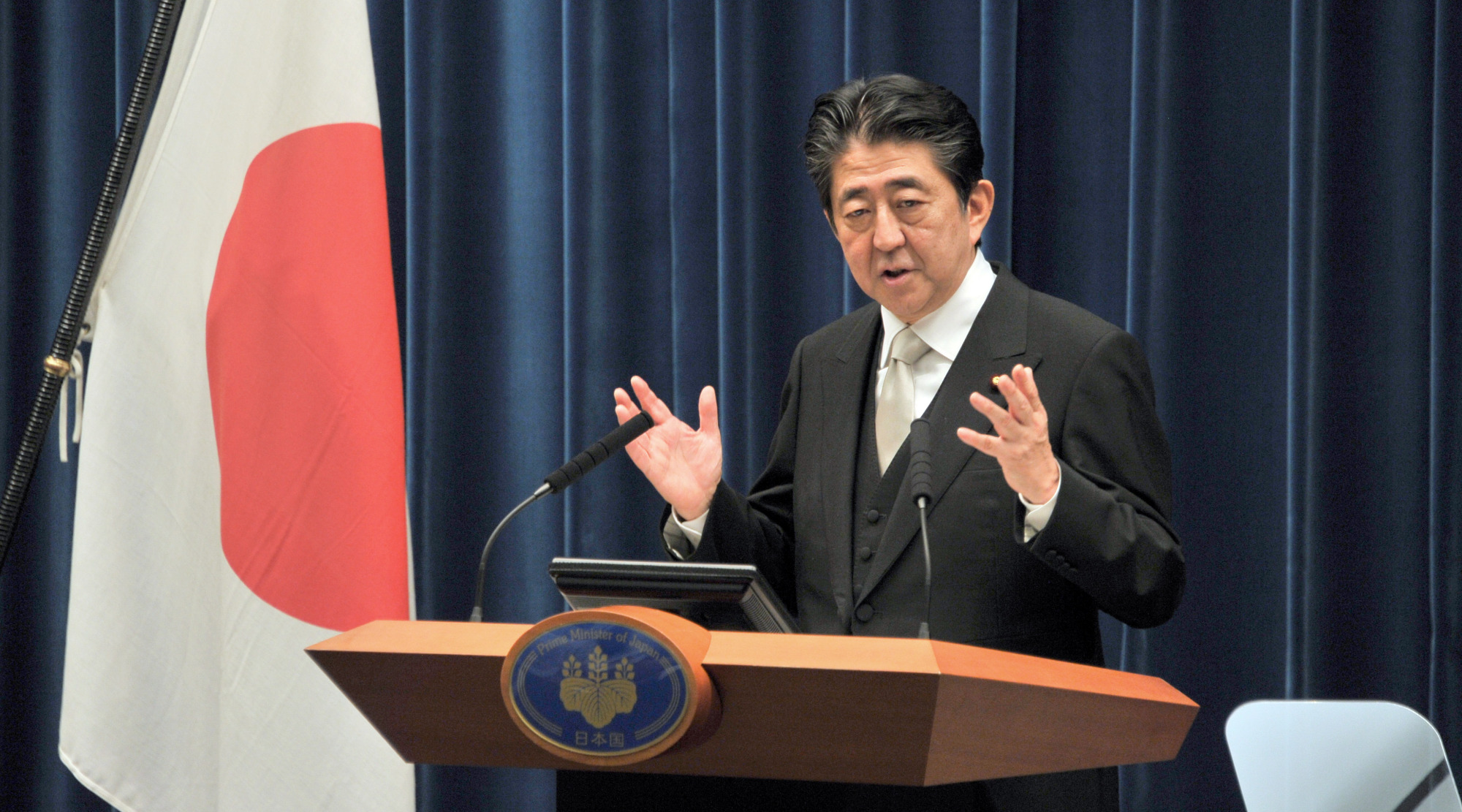 Prime Minister Shinzo Abe speaks during a news conference at the Prime Minister's Office in August last year. On Sunday, Abe plans to officially announce his intention to run in the Liberal Democratic Party's presidential race, set for Sept. 20. | YOSHIAKI MIURA