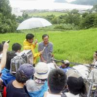Masanori Fujimoto, grandfather of Yoshiki Fujimoto, the 2-year-old boy who was found Wednesday after going missing for three days on Suo-Oshima Island, Yamaguchi Prefecture, speaks to reporters later the same day.   KYODO