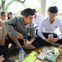 Japanese and North Korean university students discuss issues between the two countries during their annual exchange program in Pyongyang on Saturday. | KYODO