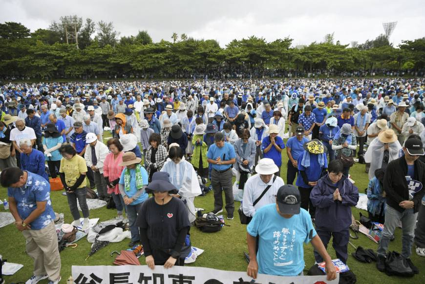 70,000 protest U.S. base plan in honor of late Okinawa governor