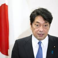 Defense Minister Itsunori Onodera is considering visiting the Netherlands and Italy in September, according to a ministry official. | BLOOMBERG