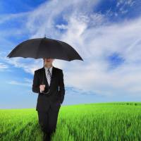 Male use of parasols gets government push in hot and humid Japan