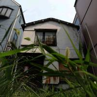 Home alone?: An abandoned house stands in Tokyo's Kita Ward in June 2015. | BLOOMBERG