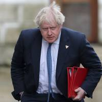 Former U.K. Foreign Secretary Boris Johnson is being investigated for a breach of conduct by the Conservative Party after saying burqa-wearing Muslim women resemble bank robbers. | AFP-JIJI