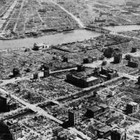 Aftermath: Journalist Toshio Kurihara wants the government to pay compensation to families of people killed in the Tokyo air raids of March 1945. | PUBLIC DOMAIN
