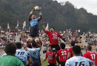 Yamaha Jubilo were invited to take part in the stadium-inaugurating game because they were the first team to visit Kamaishi after the 2011 disaster.
