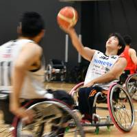 Unlike at traditional gyms, Para Arena users can practice wheelchair sports without concern over damage to the floor. | YOSHIAKI MIURA