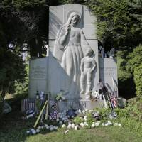 Babe Ruth's fans flock to grave 70 years later