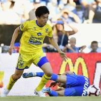 Wataru Endo competes for the ball during Sint-Truiden's 1-1 draw with Genk in the Belgian League on Sunday. | KYODO