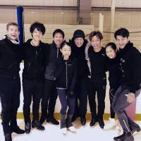 David Wilson has been working with Japanese skaters for many years and created a new short program for Rika Kihira (center) for the coming season. | FACEBOOK