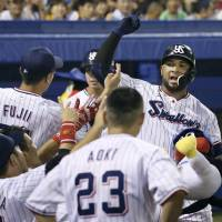 Swallow star Wladimir Balentien had hit 246 home runs, including 29 this year, before Sunday's game against the Hanshin Tigers. | KYODO
