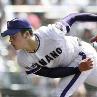 Kanaashi Nogyo ace Kosei Yoshida pitches against Nichidai-san during the semifinals of the National High School Baseball Championship on Monday at Koshien Stadium. | KYODO