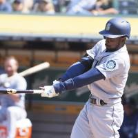 Dee Gordon lifts Mariners over Athletics with homer in 12th