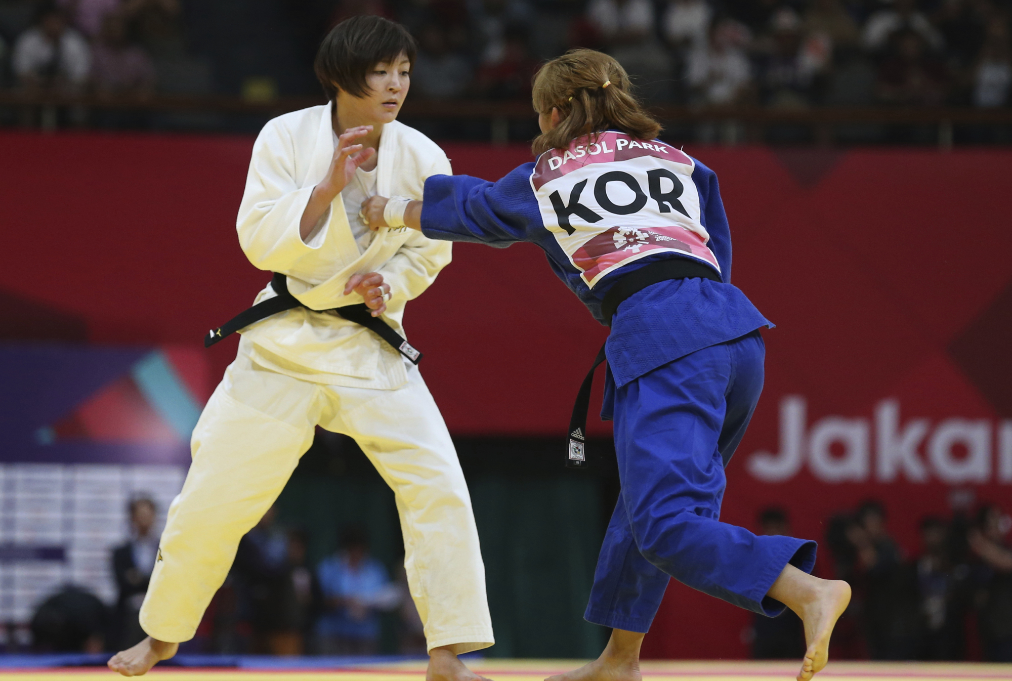 Natsumi Tsunoda competes against Park Da-sol of South Korea during the women's 52-kg judo final at the Asian Games in Jakarta on Wednesday. | AP