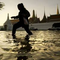 With rising sea levels, Bangkok struggles to stay afloat