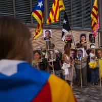 Barcelona police keep apart Catalan separatists from pro-Spain unity crowd