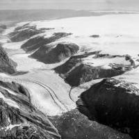 Experts float idea of massive propping up of glaciers to avoid cataclysmic sea level rise