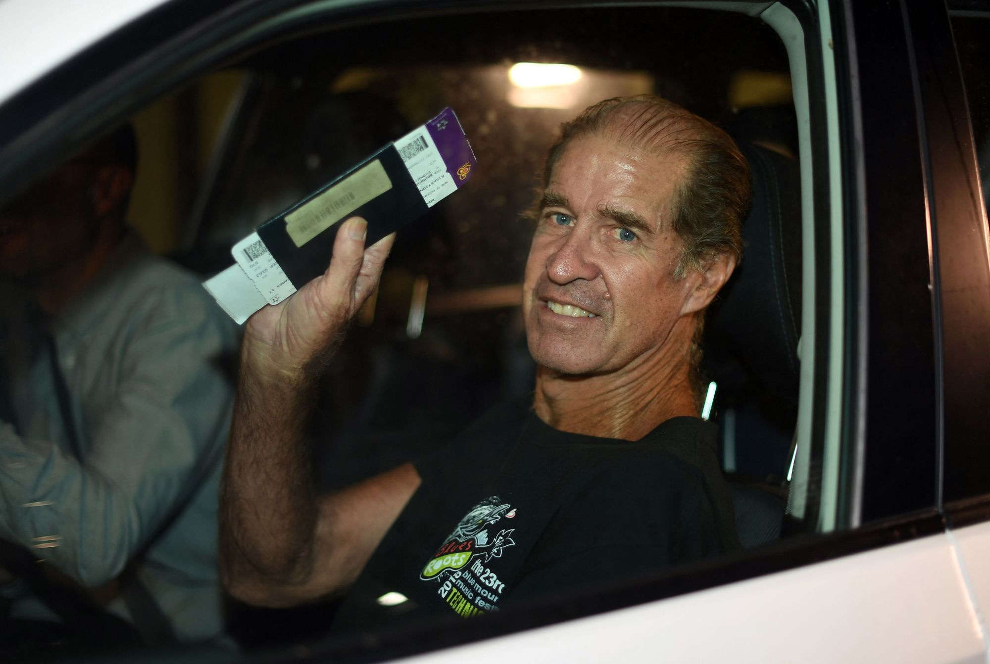 Australian filmmaker James Ricketson waves from his car as he leaves for home from Sydney International airport on Sundeay. | AFP-JIJI