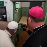 Pope pays tribute to hundreds of thousands of victims of Nazis, Soviets in Lithuania