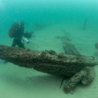 Divers are seen during the discovery of a centuries-old shipwreck, in Cascais in this handout photo released Monday. | AUGUSTO SALGADO / CASCAIS CITY HALL / HANDOUT / VIA REUTERS