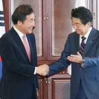 Abe and South Korean Prime Minister Lee Nak-yeon agree to work toward nuclear-free North Korea