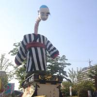 Onyudo, a traditional giant puppet regarded as a symbol of Yokkaichi, Mie Prefecture, is placed on a float at the Grand Yokkaichi Festival in early August. | CHUNICHI SHIMBUN