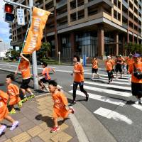 Runners participate in the Run Tomo event, held Sunday in the city of Chiba to raise awareness toward creating a dementia-friendly community across Japan. The event will be extended to other cities through November. | YOSHIAKI MIURA