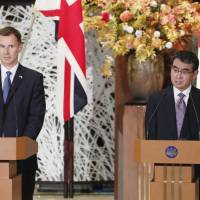 Foreign Minister Taro Kono and British Foreign Secretary Jeremy Hunt attend a news conference in Tokyo after their bilateral meeting on Tuesday. | KYODO