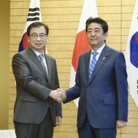 Abe and South Korea spy chief Suh Hoon agree Tokyo-Pyongyang talks would be beneficial