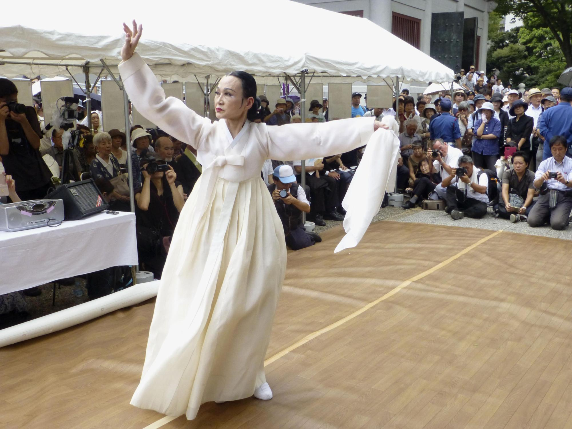 A woman performs a traditional Korean dance at a memorial to Koreans murdered in the chaos following the 1923 Great Kanto Earthquake, on Saturday in Yokoamicho Park in Tokyo's Sumida Ward. | KYODO