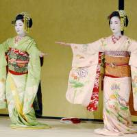 Maiko (apprentice geisha) perform kyōmai (Kyoto-style dance) at Gion Corner in the city of Kyoto in May 2017. | KYODO