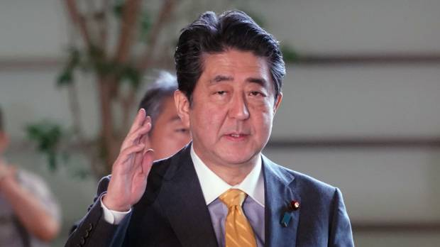 Abe should strike while the iron's hot on revising Article 9