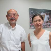 Culture exchange: Hiroshi Watanabe and Sachiko Ukegawa attended theater shows by elderly actors in the U.K. to see what was going on with the genre abroad. | NOBUKO TANAKA