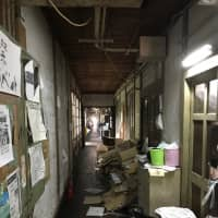Although residents are supposed to get together every Sunday to clean up Yoshida Dormitory, the corridors tend to be messy and dirty. | VICTOR CHAIX