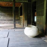 Art dwelling:  An aged farmhouse in Chiba Prefecture, used by Kazunori Hamana as a private gallery. | LILY CROSSLEY-BAXTER