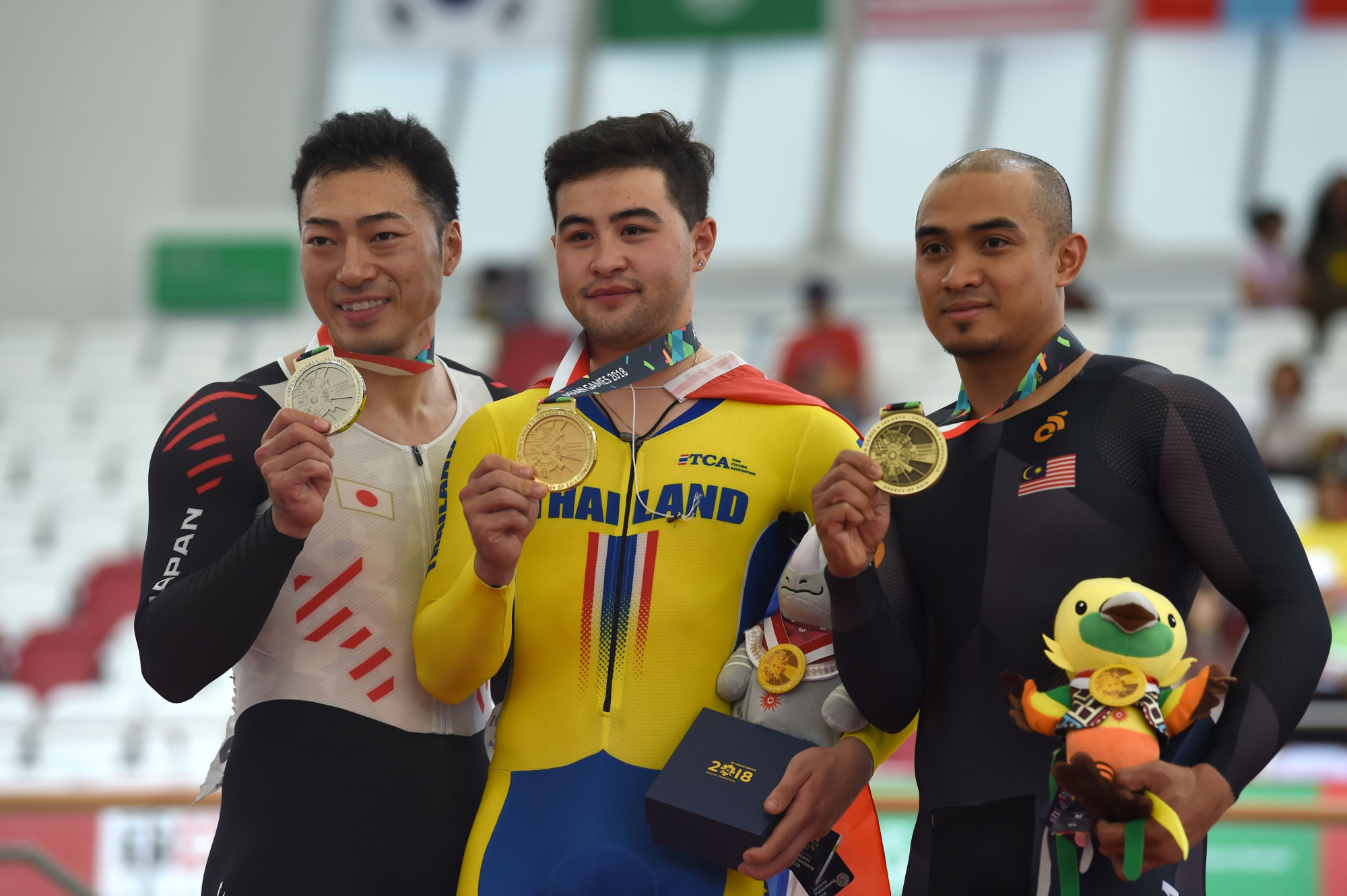 Silver medalist Yudai Nitta (left) poses with gold medalist Jai Angsuthasawit (center) and Mohd Azizulhasni Awang, the bronze medalist, after the men's keirin competition during the Asian Games on Friday in Jakarta. | AFP-JIJI