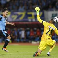 Second-place Frontale thrash Consadole, move closer to top of table
